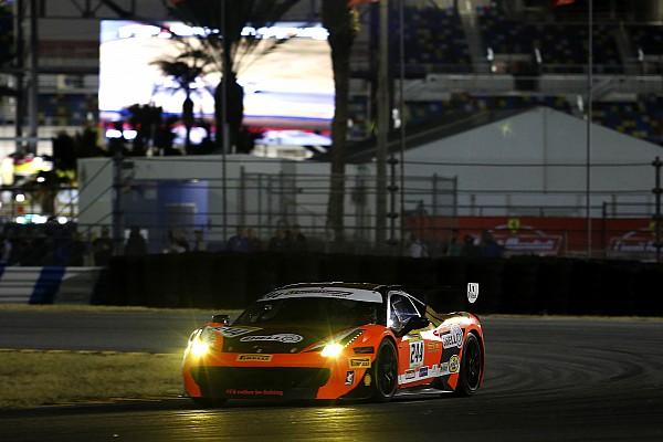 Світовий фінал Ferrari: Кауффман у драматичній боротьбі бере Трофей Pirelli
