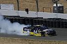 Monster Energy NASCAR Cup Sonoma NASCAR : Stewart zoru başardı, 3 yıl sonra zirveye döndü