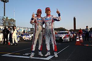 スーパーGT レースレポート 【スーパーGT】1号車の3連覇を絶った39号車コバライネン/平手組がポールトゥウィン!