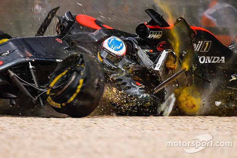 Alonso's seat was cracked in Melbourne accident