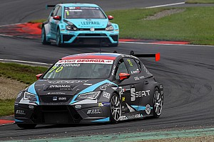 TCR Race report Oschersleben TCR: Homola survives carnage to take maiden win