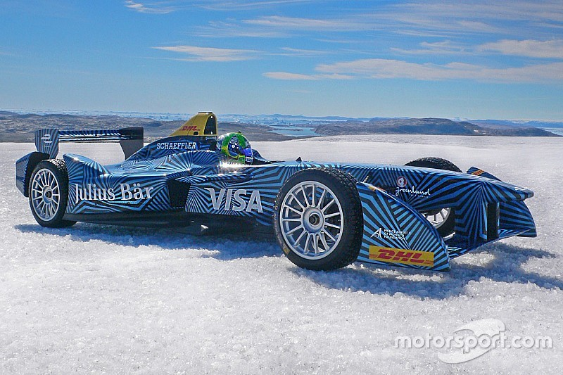 Ди Грасси проехал на машине Формулы Е по арктическому льду