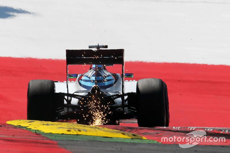 Felipe Massa, Williams FW38 sends sparks flying