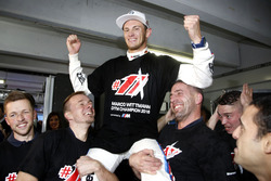 Champion Marco Wittmnn, BMW Team RMG celebrate with team