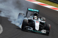 Formula 1 Photos - Lewis Hamilton, Mercedes AMG F1 W07 Hybrid locks up under braking