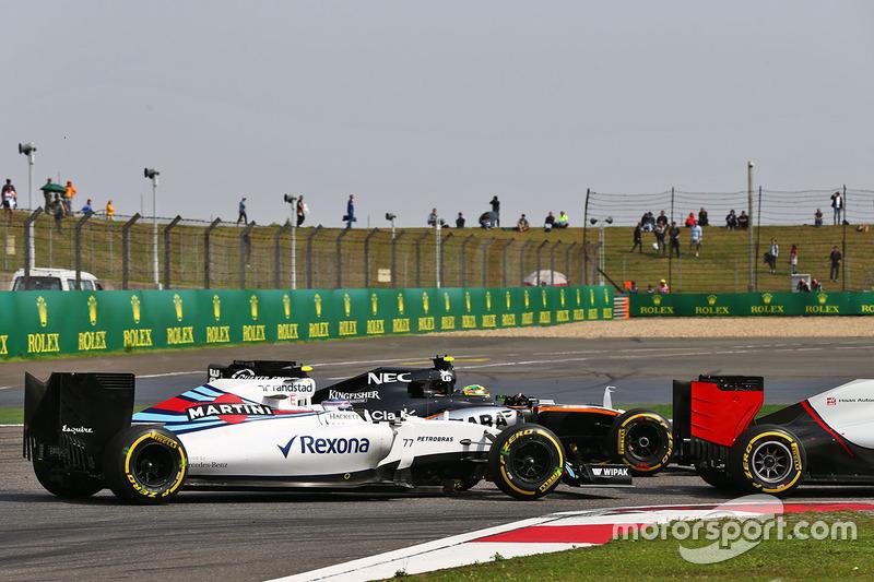 Valtteri Bottas, Williams FW38 and Sergio Perez, Sahara Force India F1 VJM09 battle for position