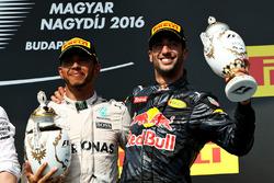 Podium: winner Lewis Hamilton, Mercedes AMG F1 and third place Daniel Ricciardo, Red Bull Racing