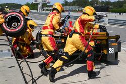 Ryan Hunter-Reay, Andretti Autosport Honda pit action