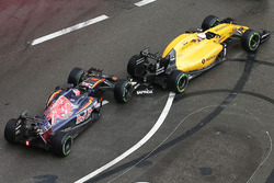Temporada 2016 F1-monaco-gp-2016-daniil-kvyat-scuderia-toro-rosso-str11-and-kevin-magnussen-renault-sport