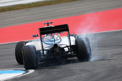 Valtteri Bottas, Williams FW38 recovers from a spin