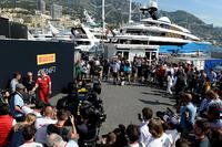 Formula 1 Photos - Gene Haas, Haas Automotion President and Maurizio Arrivabene, Ferrari Team Principal at the Pirelli car presentation
