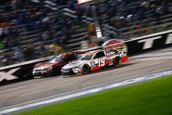 Carl Edwards, Joe Gibbs Racing Toyota, Michael Annett, HScott Motorsports Chevrolet