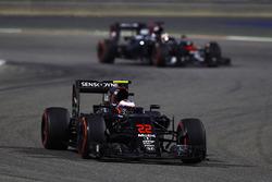 Jenson Button, McLaren MP4-31 and Stoffel Vandoorne, McLaren MP4-31