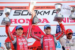 Podium GT500: race winners Tsugio Matsuda, Ronnie Quintarelli, Nismo