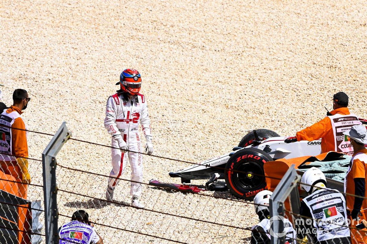 Kimi Raikkonen, Alfa Romeo Racing retiring from the race