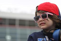 Martin Truex Jr. ganó la Coca-Cola 600 con dominio total Nascar-cup-charlotte-2016-a-young-patriotic-fan