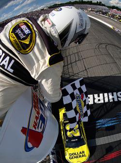 Matt Kenseth, Joe Gibbs Racing Toyota takes the checkered flag