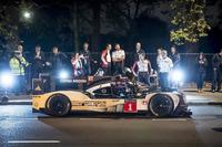 WEC Photos - Merk Webber met de Porsche 919 Hybrid LMP1 in Londen