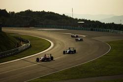 Tatiana Calderon, Arden International leads Akash Nandy, Jenzer Motorsport
