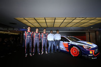 WRC Фото - Хейден Пэддон, Даниэль Сордо, Тьерри Невилль, Hyundai Motorsport, и Мишель Нандан, руководитель Hyundai Motorsport на презентации Hyundai i20 Coupe WRC 2017 года