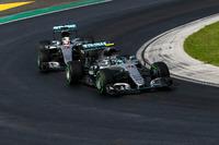 Формула 1 Фото - Нико Росберг, Mercedes AMG F1 W07 Hybrid и Льюис Хэмилтон, Mercedes AMG F1 W07 Hybrid