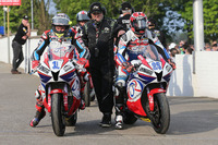 Road racing Photos - John McGuinness and Steve Mercer