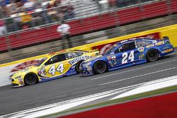 Brian Scott, Richard Petty Motorsports Ford, Chase Elliott, Hendrick Motorsports Chevrolet