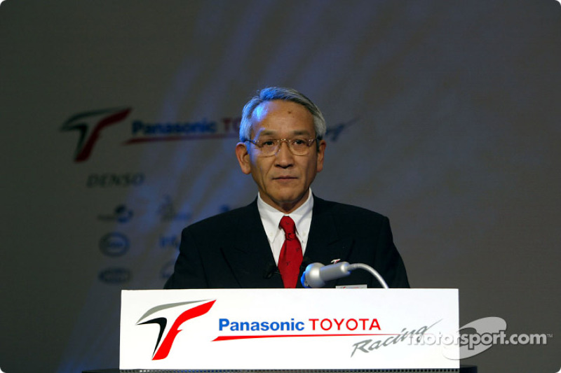 Toyota welcomes media to factory
