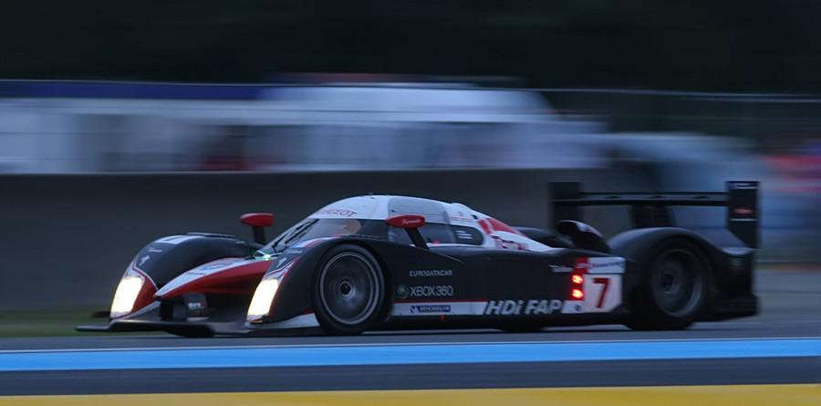 Peugeot, Villeneuve up front at halfway