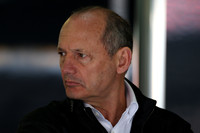 McLaren's Dennis cuts Formula One ties