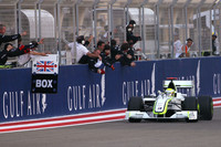 Button reasserts his brawn in Bahrain