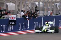 Button reasserts his brawn in Bahrain
