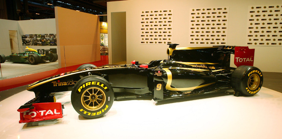 Lotus Renault unveiled new colours at AIS