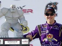 Kenseth wins Dover on pit strategy