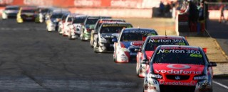 V8 Supercars Lowndes sweeps Ispwich 300 weekend