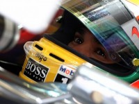 Hamilton on top of disrupted Singapore first practice session