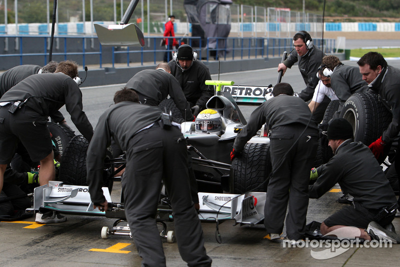'Delhi belly' strikes McLaren team members
