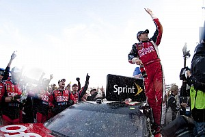 NASCAR Sprint Cup Tony Stewart gets third Chase win at Martinsville