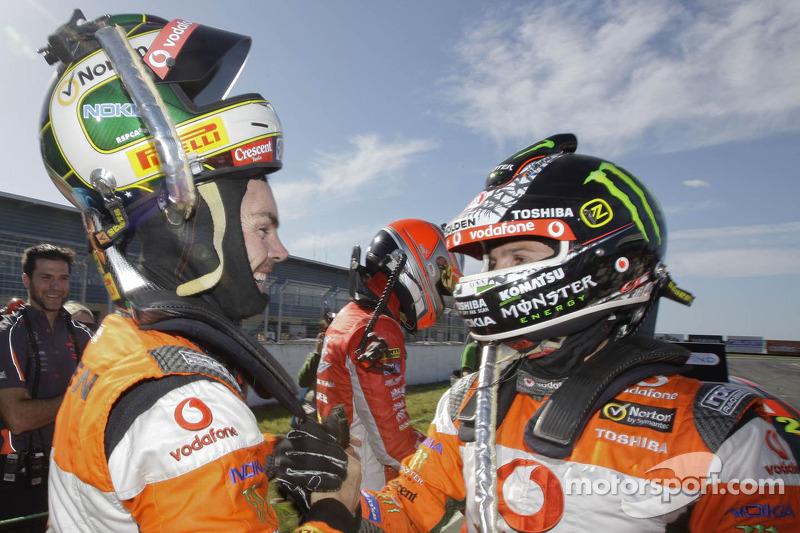 TeamVodafone celebrartes Tasmania Challenge 1-2 in race 1