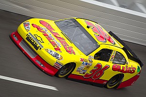 Dave Blaney races into the Daytona 500