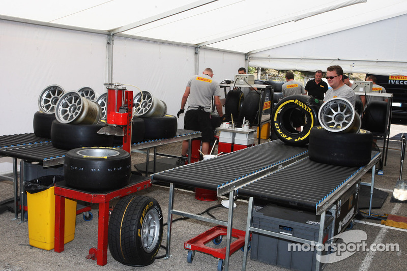 F1 considering tyre blanket ban