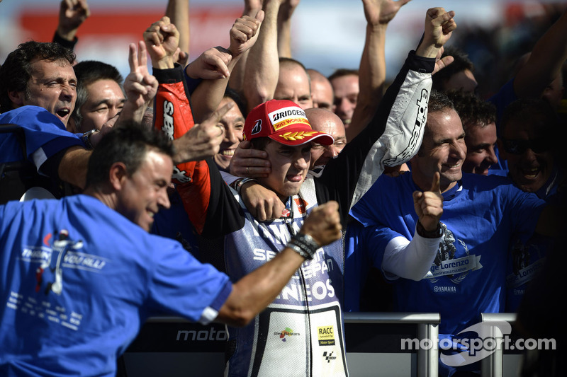 Lorenzo grabs the 2012 title while Stoner takes Australian GP victory