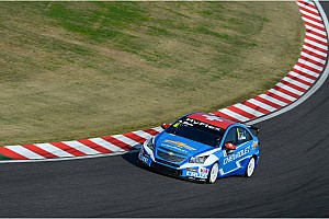 WTCC Qualifying report All Chevrolet front row in Shanghai