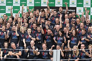Formula 1 Breaking news Horner pleased with Red Bull Racing's 2012 commitment
