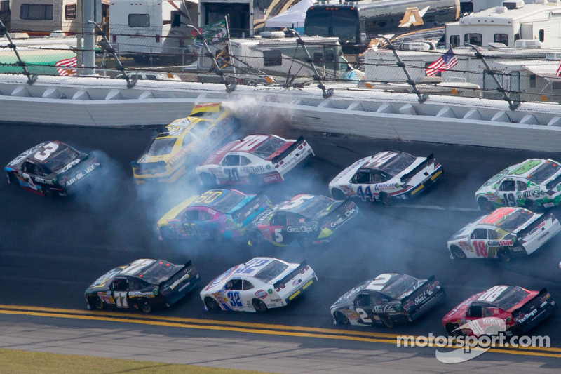 Annett hospitalized after multi-car crash in Daytona's Nationwide race