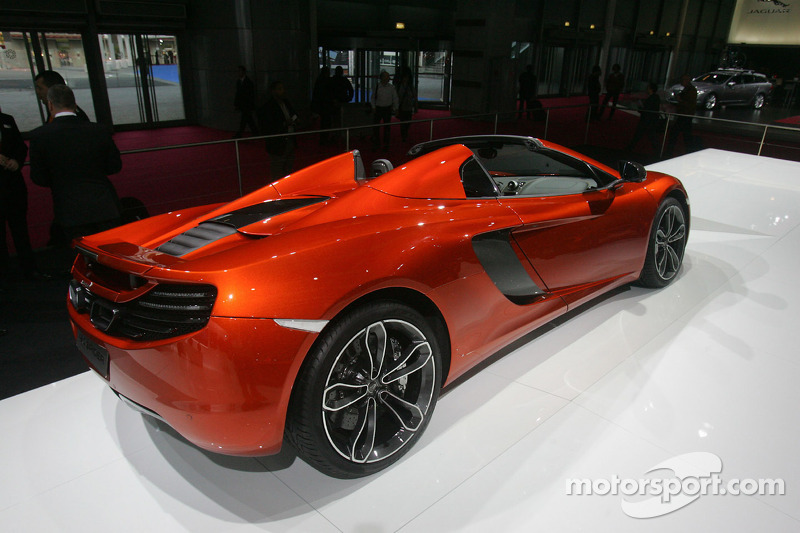 McLaren Automotive 12C Spider: Rhys Millen vs. Chanelle Sladics - Video