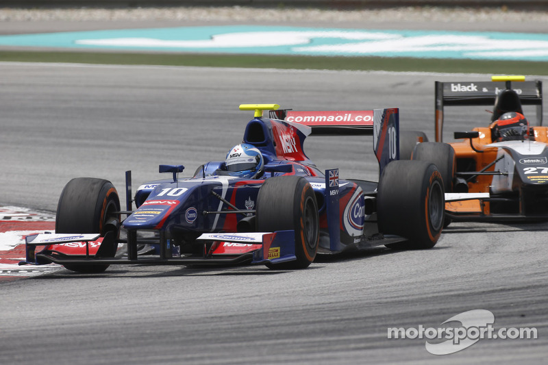 Palmer scores points on Carlin GP2 debut after courageous fight back at Malaysia