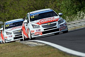 WTCC Race report Muller and Huff share victory honors on the Hungaroring
