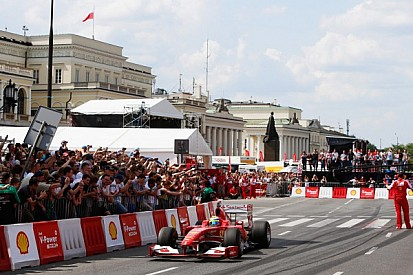 Massa surprises fans in Warsaw with a Ferrari F1 car