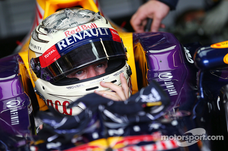 Vettel's father back in paddock after injury